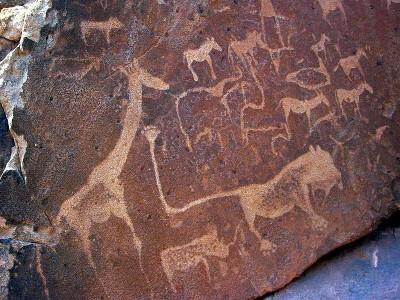 800px-Lion_Twyfelfontein_Namibia.jpg